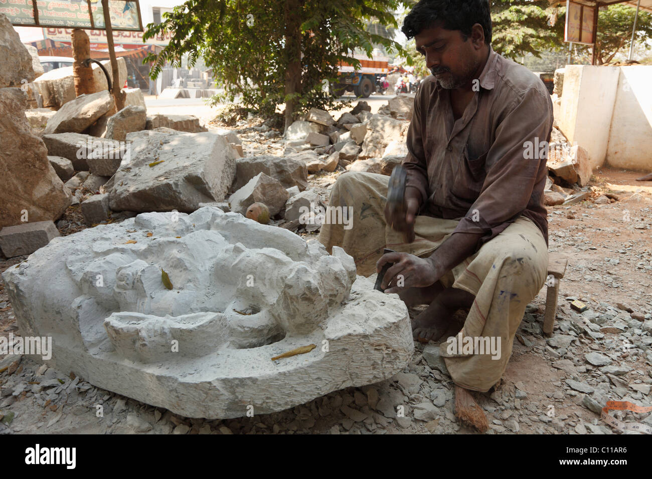Stone sculptor near Bannur, Karnataka, South India, India, South Asia, Asia - Stock Image