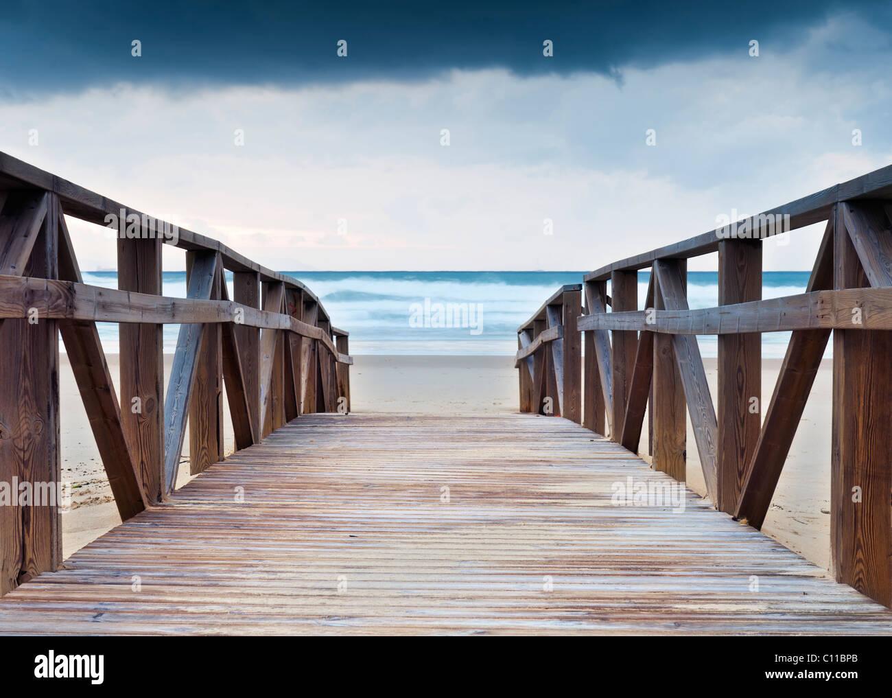 A wooden path leading to the beach. Tarifa, Costa de la Luz, Cadiz, Andalusia, Spain. - Stock Image