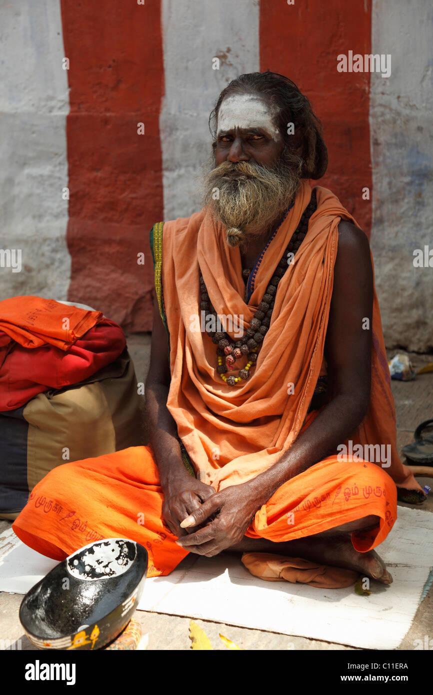 Beggar in Srivilliputhurl, Srivilliputtur, Tamil Nadu, Tamilnadu, South India, India, Asia - Stock Image