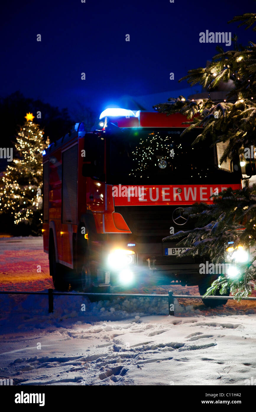 Fire-fighting operations of the German Feuerwehr at Christmas time - Stock Image