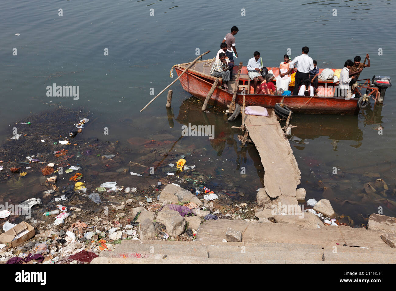Motorboat used as a ferry, polluted riverbank, Kapila, Kabini, Kabbani River, , South India, India, South Asia, - Stock Image