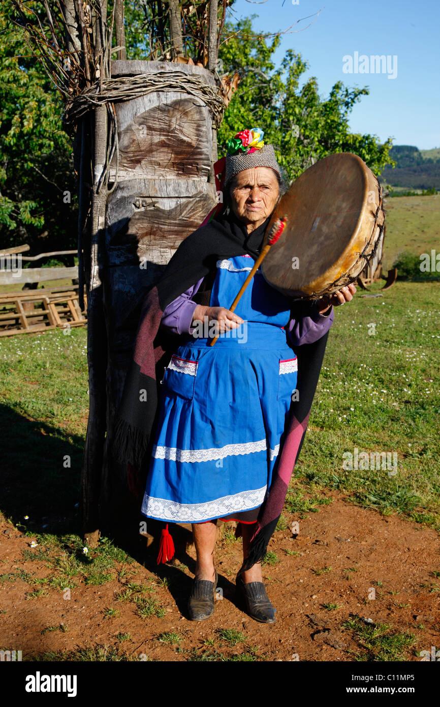Mapuche woman, shaman, Bio-Bio region, Chile, South America - Stock Image