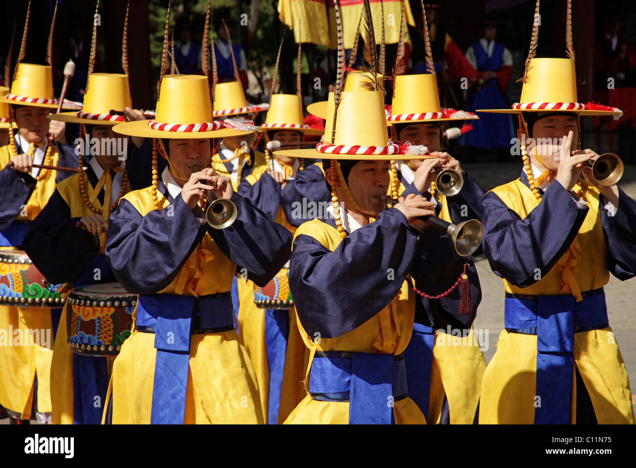 Ceremony of the guards with trumpets in front of the Deoksugung royal palace, Palace of Longevity, in the Korean Stock Photo