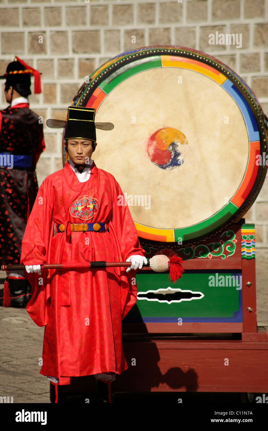 Bass drum at the ceremony of the guards in front of the Deoksugung royal palace, Palace of Longevity, in the Korean Stock Photo