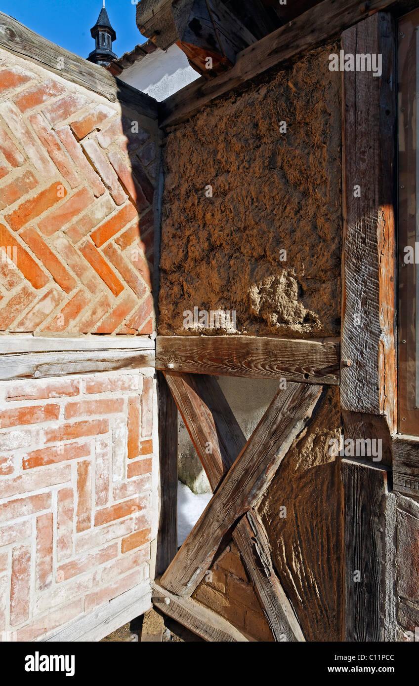 Wattle and daub masonry, layer of clay plaster and bricks, 'Staenderbau' half-timber museum, Word, Quedlinburg, - Stock Image