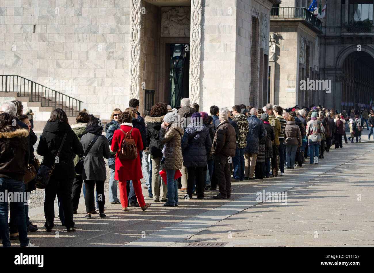 Museo Del 900 Milano.A Long Sunday Queue Outside Of The New Museum Museo Del 900 In
