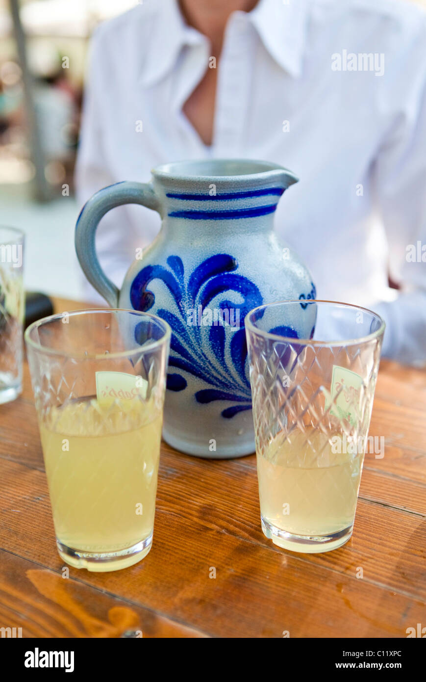 Cider and cider glasses with with a cider jug, Frankfurt, Hesse, Germany, Europe - Stock Image