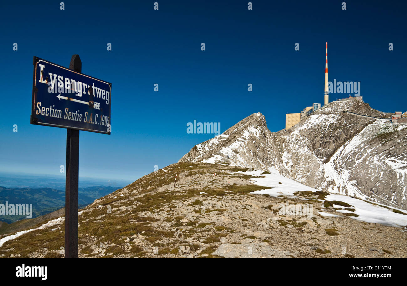 Lisengrat ridge overlooking Mt. Saentis with his 123.55-m-high antenna, Alpsteingebirge mountains, Canton Appenzell - Stock Image