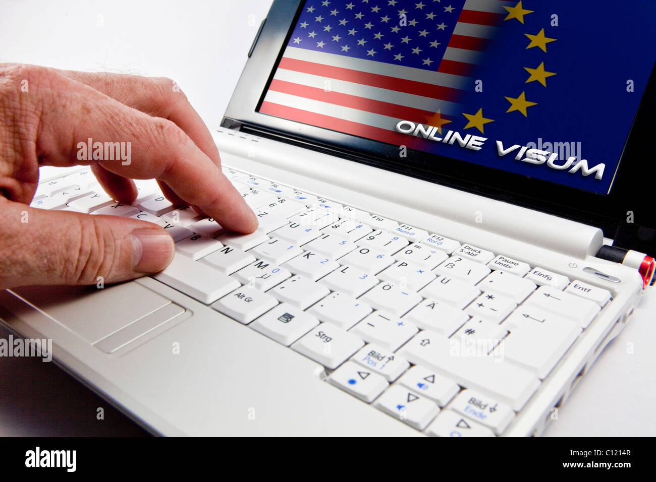 Online visa for travels to the U.S. from Europe via computer - Stock Image