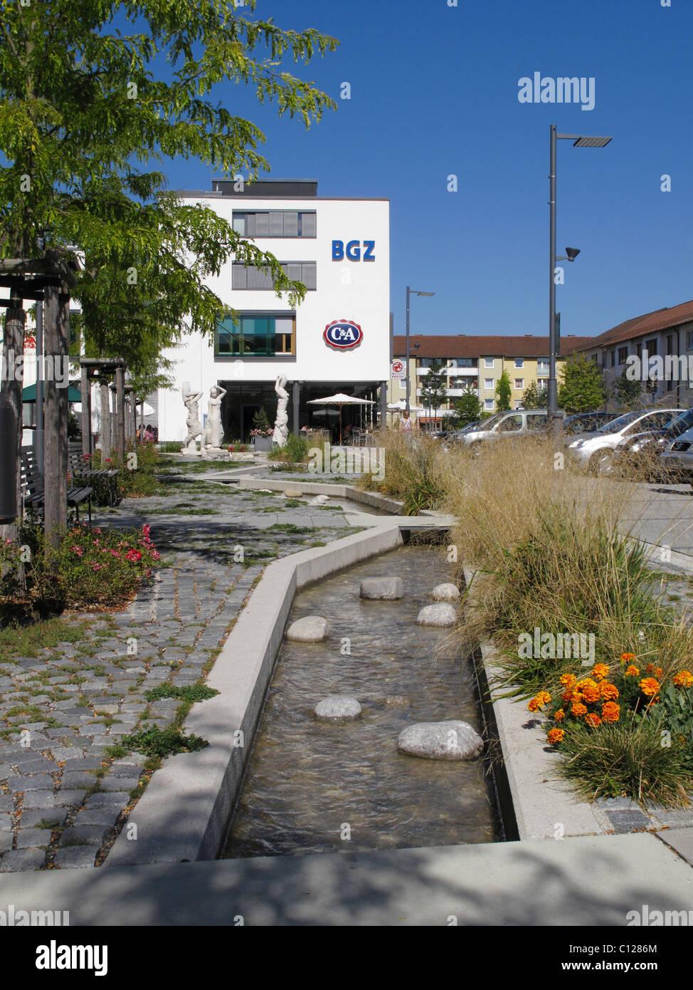 BGZ business premises, fountain, city center, Karl-Lederer-Platz, Geretsried, Upper Bavaria, Bavaria, Germany, Europe - Stock Image
