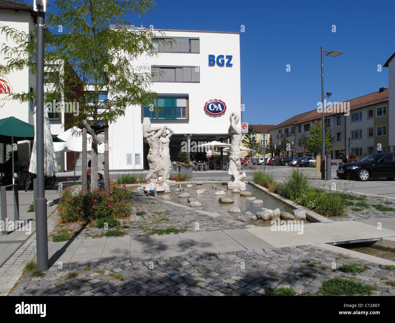 BGZ business premises, fountain, city center, Karl-Lederer-Platz, Geretsried, Upper Bavaria, Bavaria, Germany, Europe Stock Photo