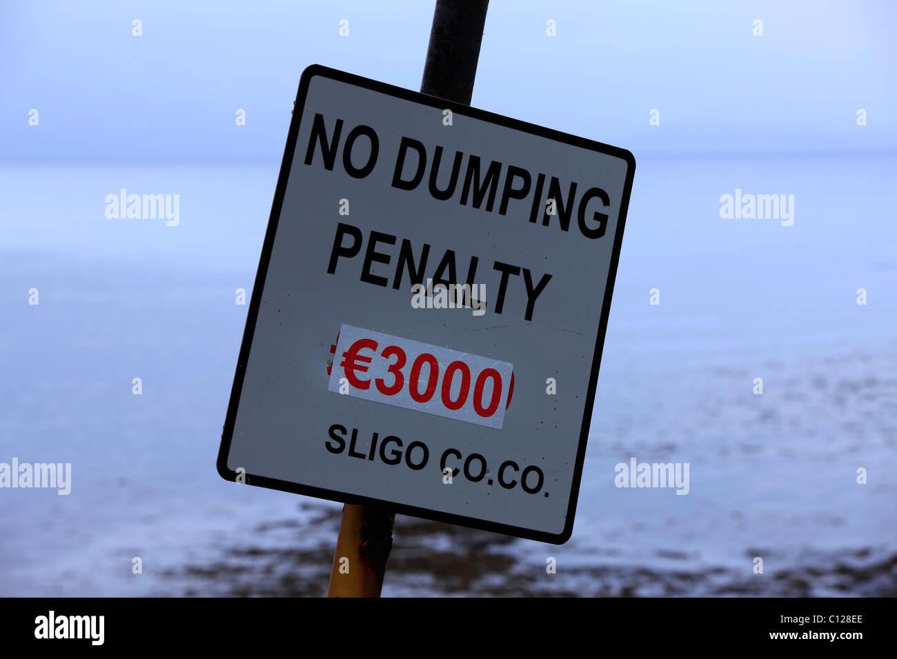 € 3000 No Dumping Penalty Sign,County Sligo, Ireland - Stock Image