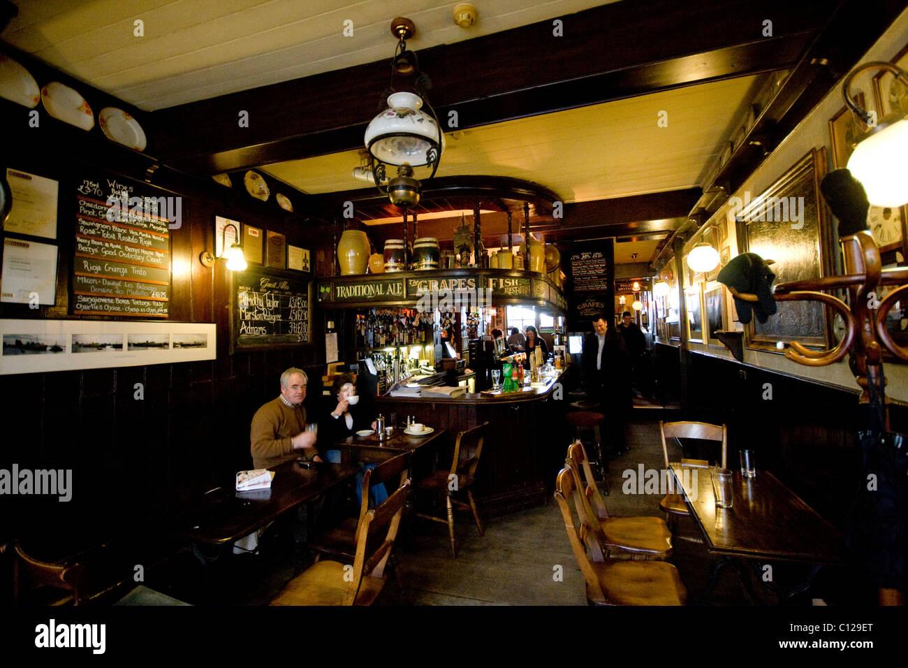 Grapes Pub, London, Canary wharf, UK - Stock Image
