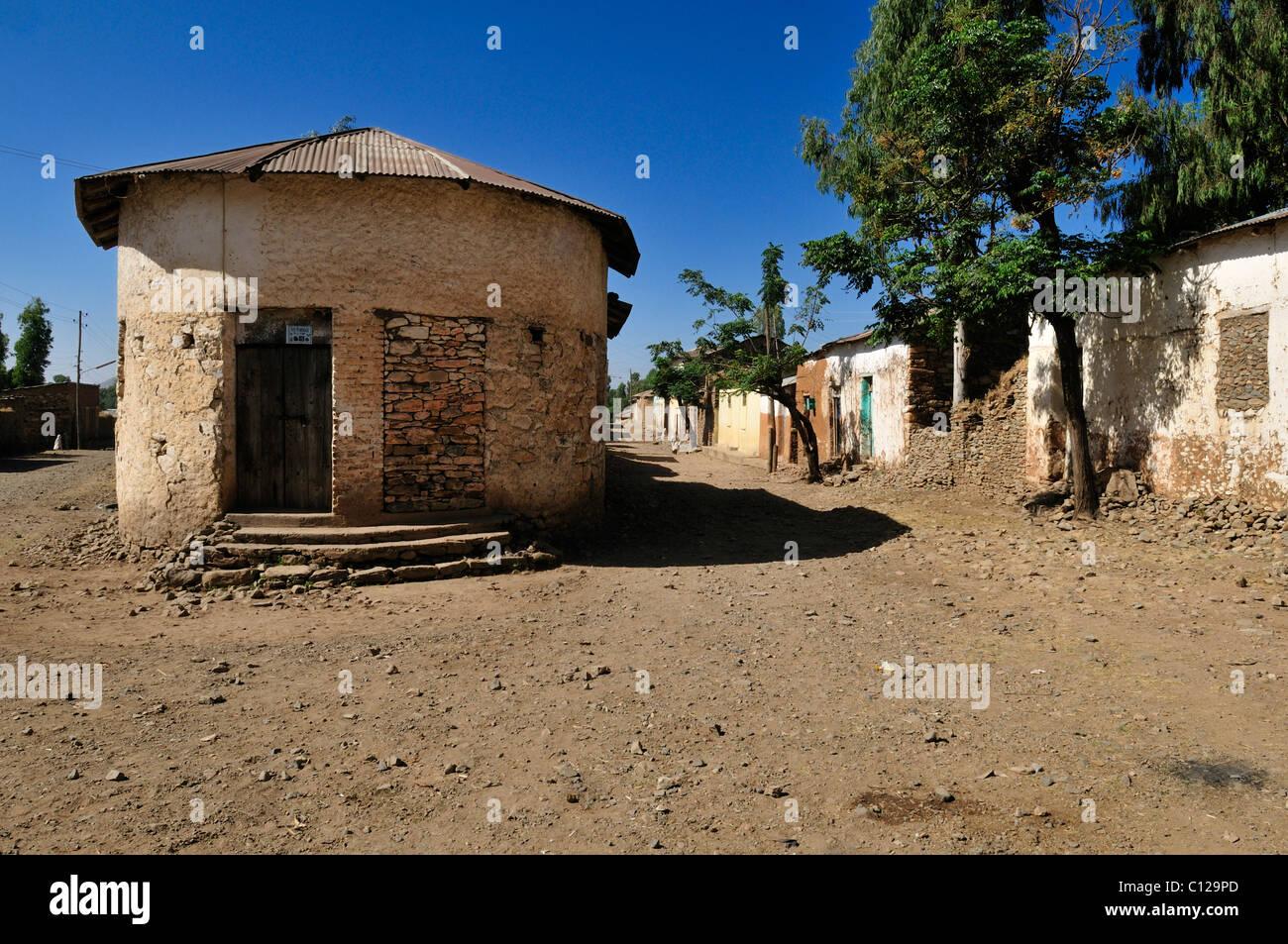 Dusty lane in the historic town of Aksum, Axum, UNESCO World Heritage Site, Tigray, Ethiopia, Africa - Stock Image