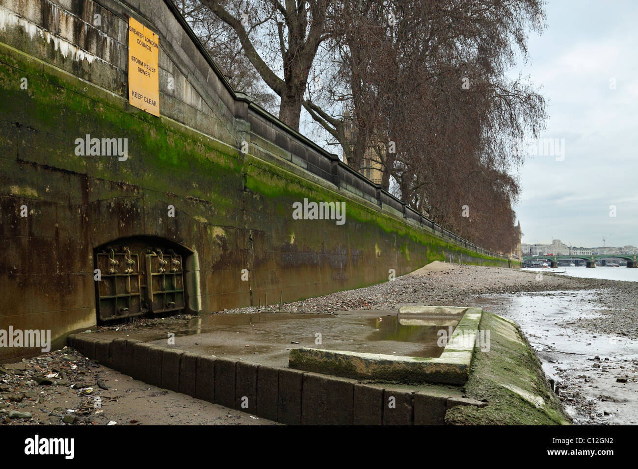 Storm Relief Sewer outlet flowing into the river Thames. - Stock Image