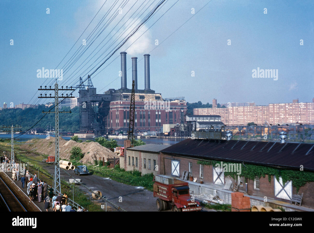 Industrial New York, August 1953 - view across the Harlem River towards the Con Edison power plant, Inwood - Stock Image