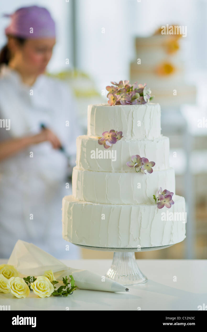 USA, New Jersey, Jersey City, Wedding cake, pastry chief in Stock ...