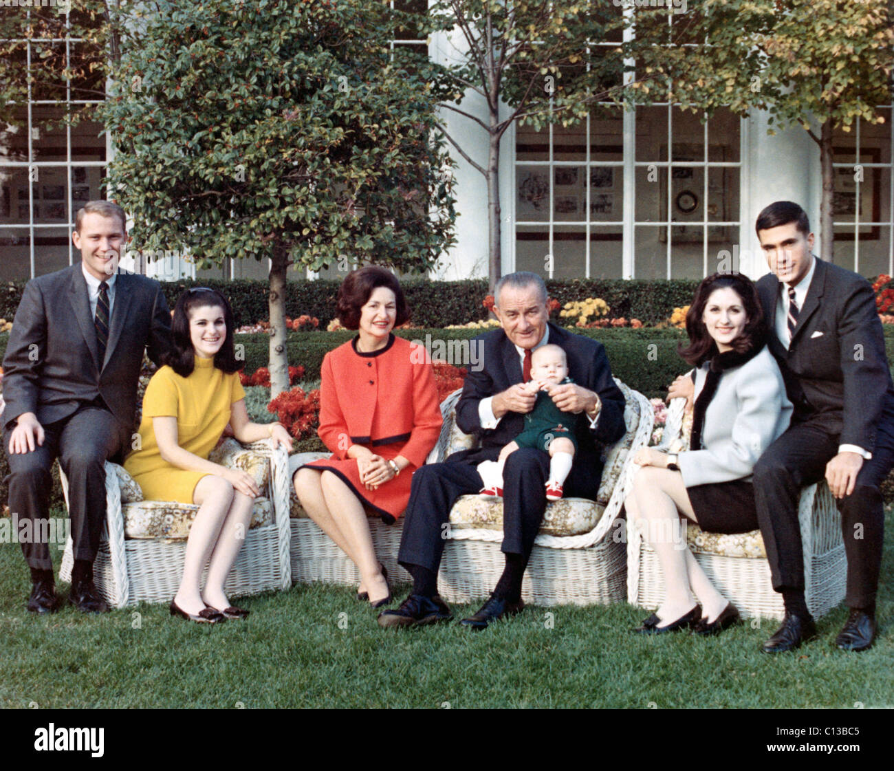 President LYNDON B.JOHNSON, posing on the lawn of the White House, with his family, Pat & Luci Nugent, Lady - Stock Image