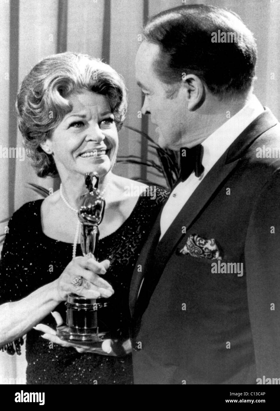 MARTHA RAYE gets a belated Jean Hersholt Humanitarian Award (for entertaining WWII troops) from pal/emcee BOB HOPE - Stock Image