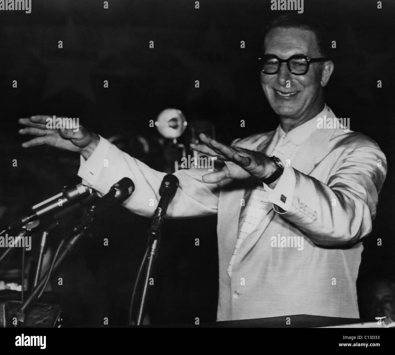 US Elections. US Senator Estes Kefauver accepting the Democratic Party nomination for Vice President at the Democratic Stock Photo