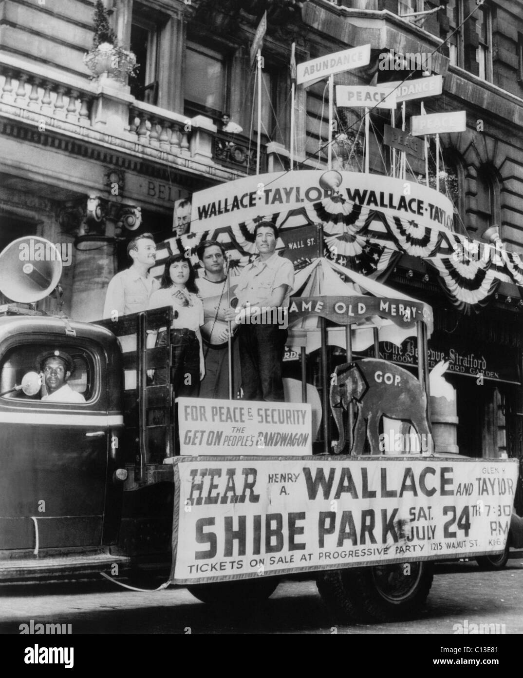 US Elections. Supporters of Progressive Party presidential candidate (and former Vice President) Henry A. Wallace - Stock Image