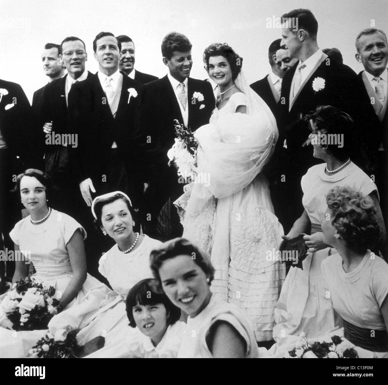 JOHN F. KENNEDY and JACQUELINE BOUVIER KENNEDY on their wedding day, Newport, R.I., 1953 Stock Photo