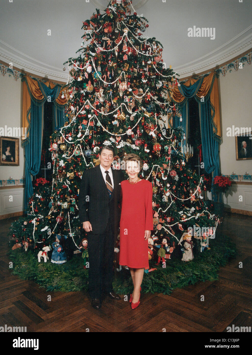 President Ronald Reagan, First Lady Nancy Reagan in front of the ...