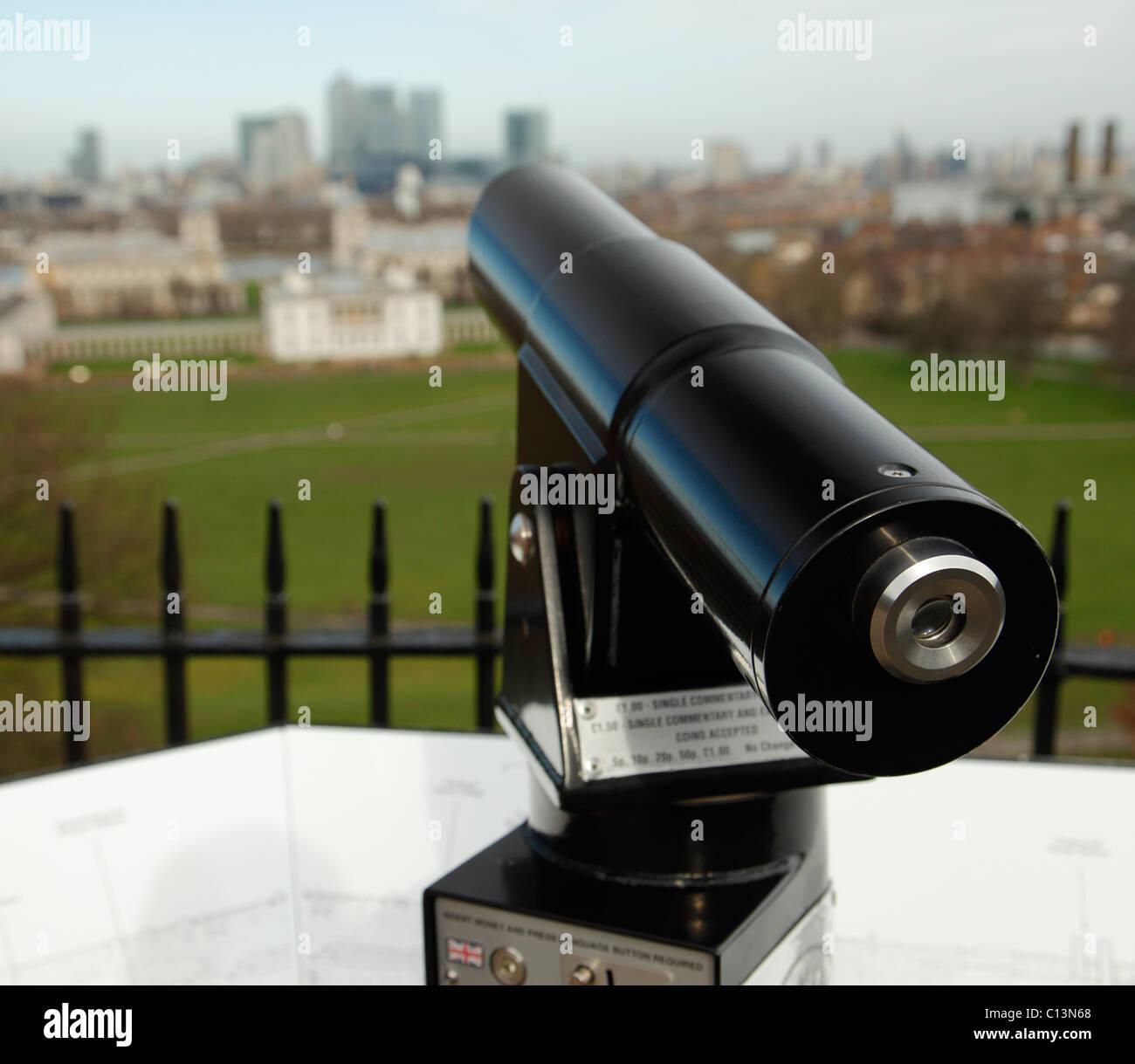 Tourist Telescope overlooking London. - Stock Image