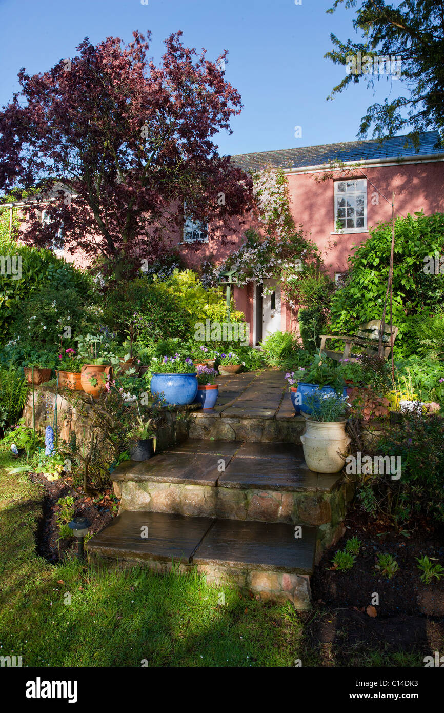 PATIO AND COUNTRY COTTAGE GARDEN ENGLAND SUMMER UK - Stock Image