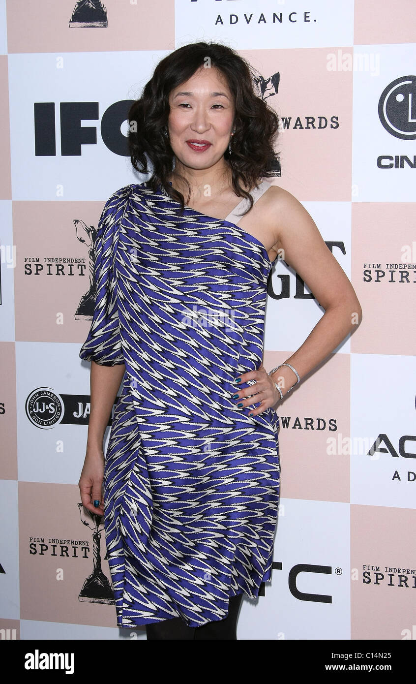 SANDRA OH 2011 FILM INDEPENDENT SPIRIT AWARDS ARRIVALS LOS ANGELES CALIFORNIA USA 26 February 2011 - Stock Image