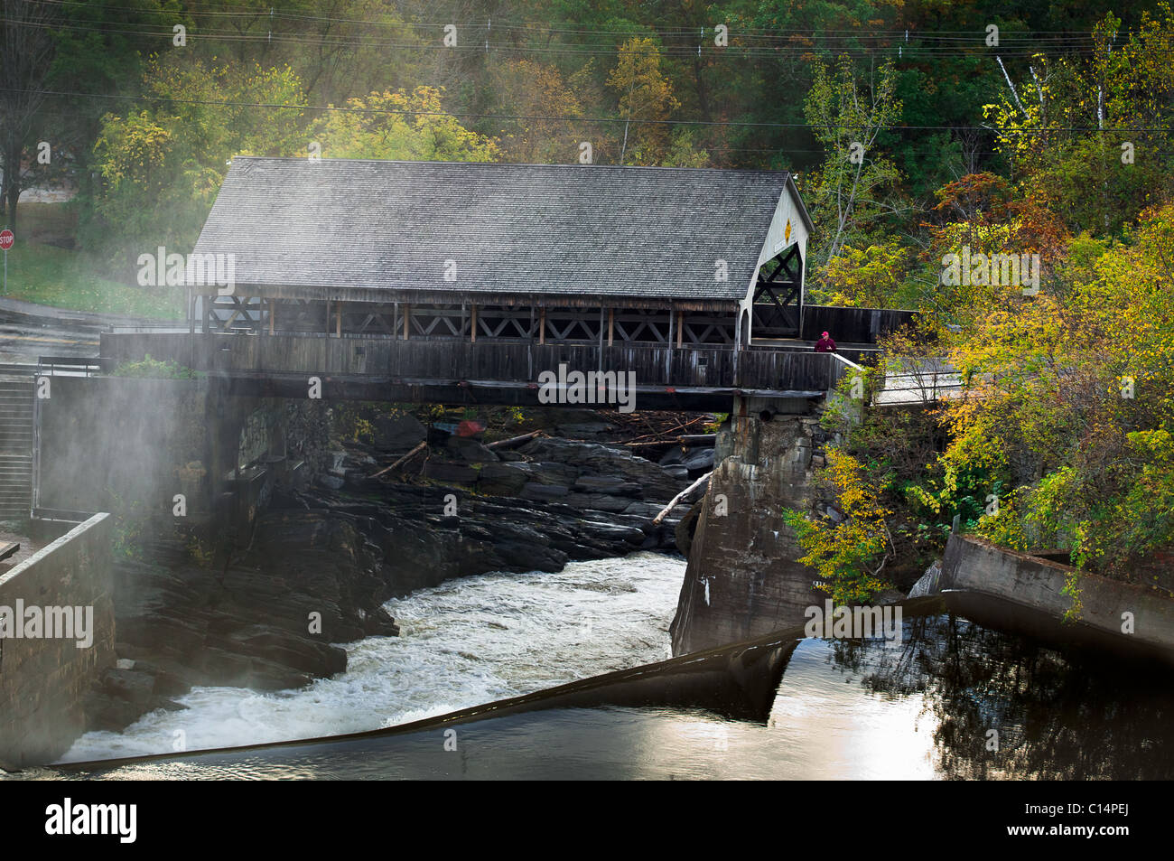COVERED BRIDGE WATERFALL FALL FOLIAGE FOREST AERIAL VIEW BALLOON  WOODSTOCK VERMONT USA - Stock Image