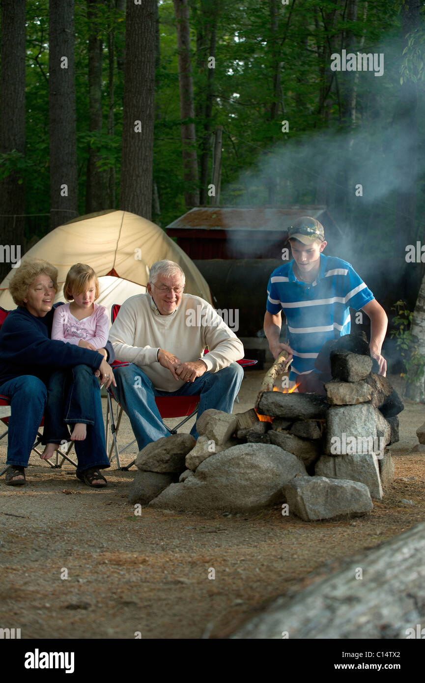 Maine Camp Life: A family cooks over an open fire at a camp site on Crystal Lake near Harrison, Maine. - Stock Image
