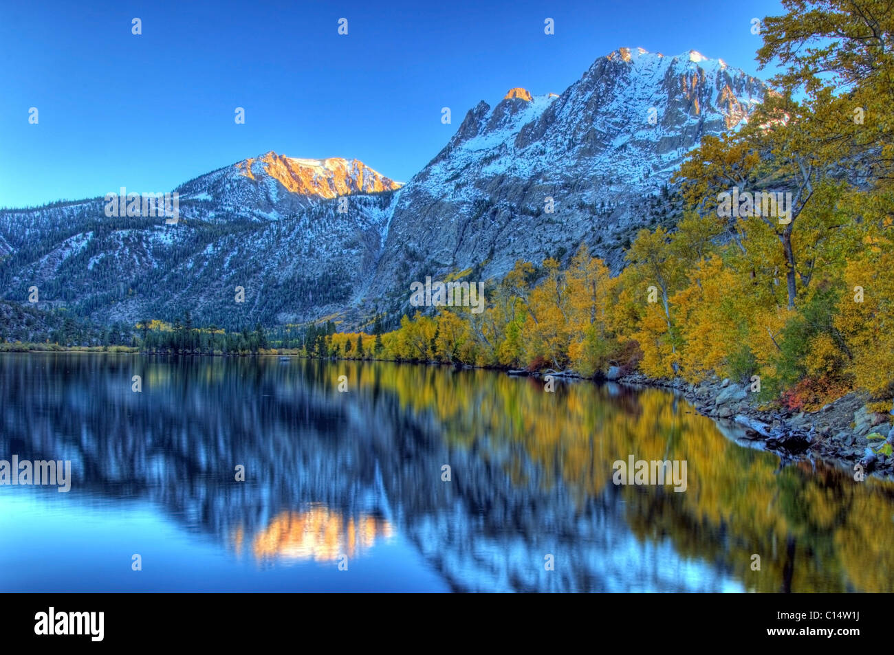 Fall colors and snow capped peaks line Silver Lake in the Eastern Sierra, California. - Stock Image
