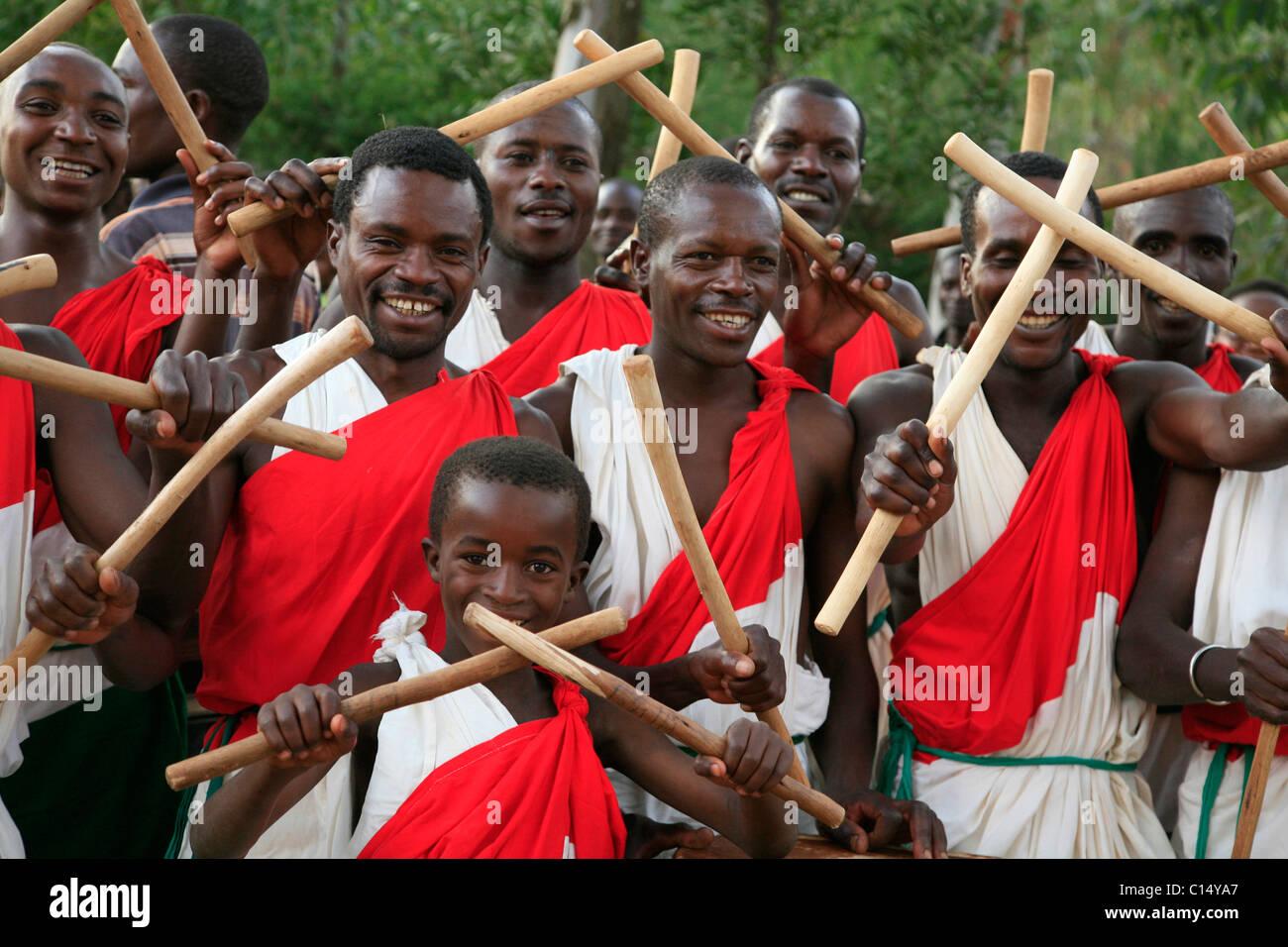 Painet kc5718 dance burundi local drum group gitera africa sub and saharan horizontal 2009 anniversary bash blast - Stock Image