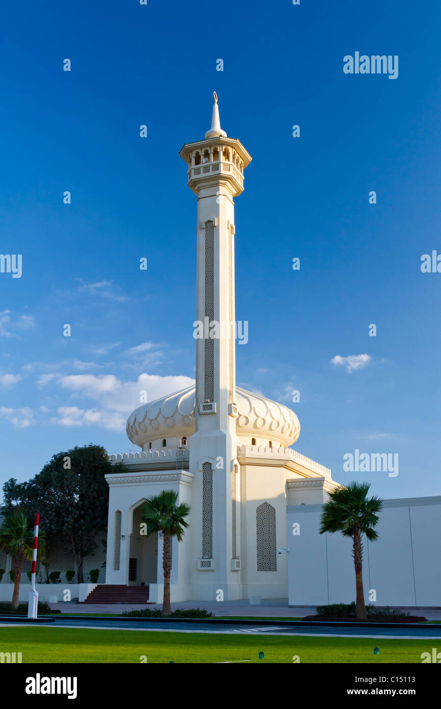 The tall minaret and dome of the Grand Mosque on Dubai Creek, Dubai, UAE, Persian Gulf. Stock Photo