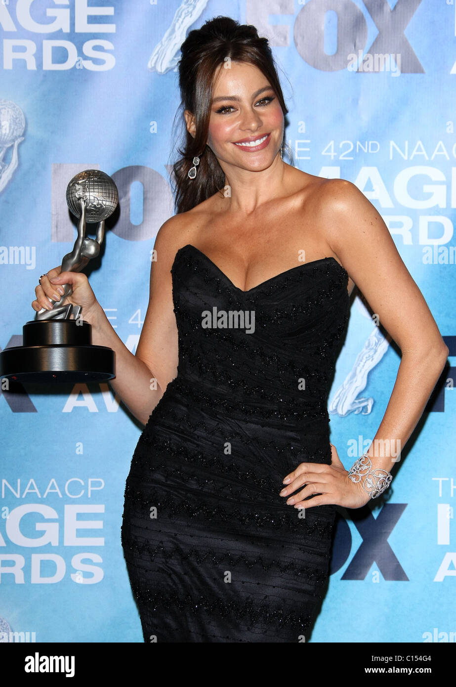 SOFIA VERGARA 42ND NAACP IMAGE AWARDS PRESSROOM. DOWNTOWN LOS ANGELES CALIFORNIA USA 04 March 2011 - Stock Image