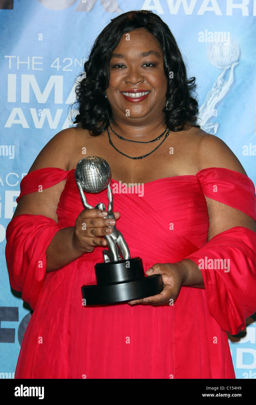 SHONDA RHIMES 42ND NAACP IMAGE AWARDS PRESSROOM. DOWNTOWN LOS ANGELES CALIFORNIA USA 04 March 2011 - Stock Image