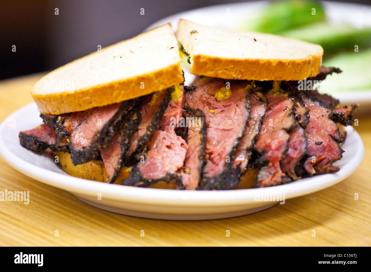 Pastrami sandwich at Katz's Deli in New York City - Stock Image