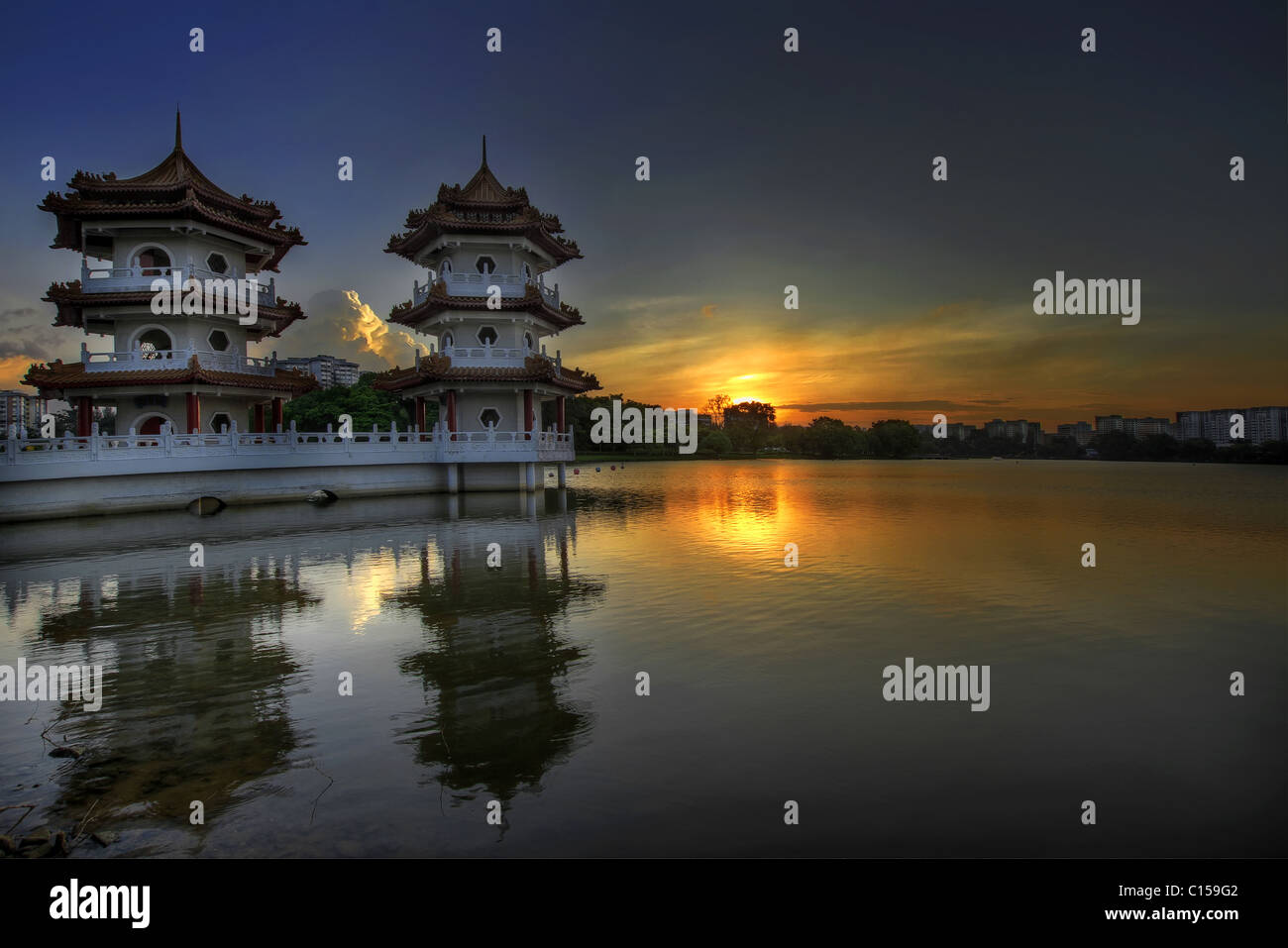 Sunset at Singapore Chinese Garden Twin Pagodas - Stock Image