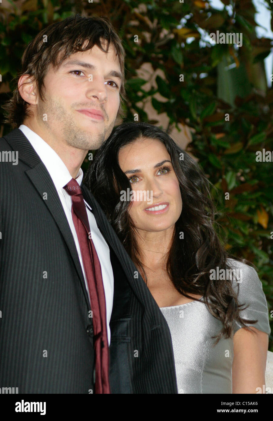 ashton kutcher and demi moore the giving back fund s vip big game