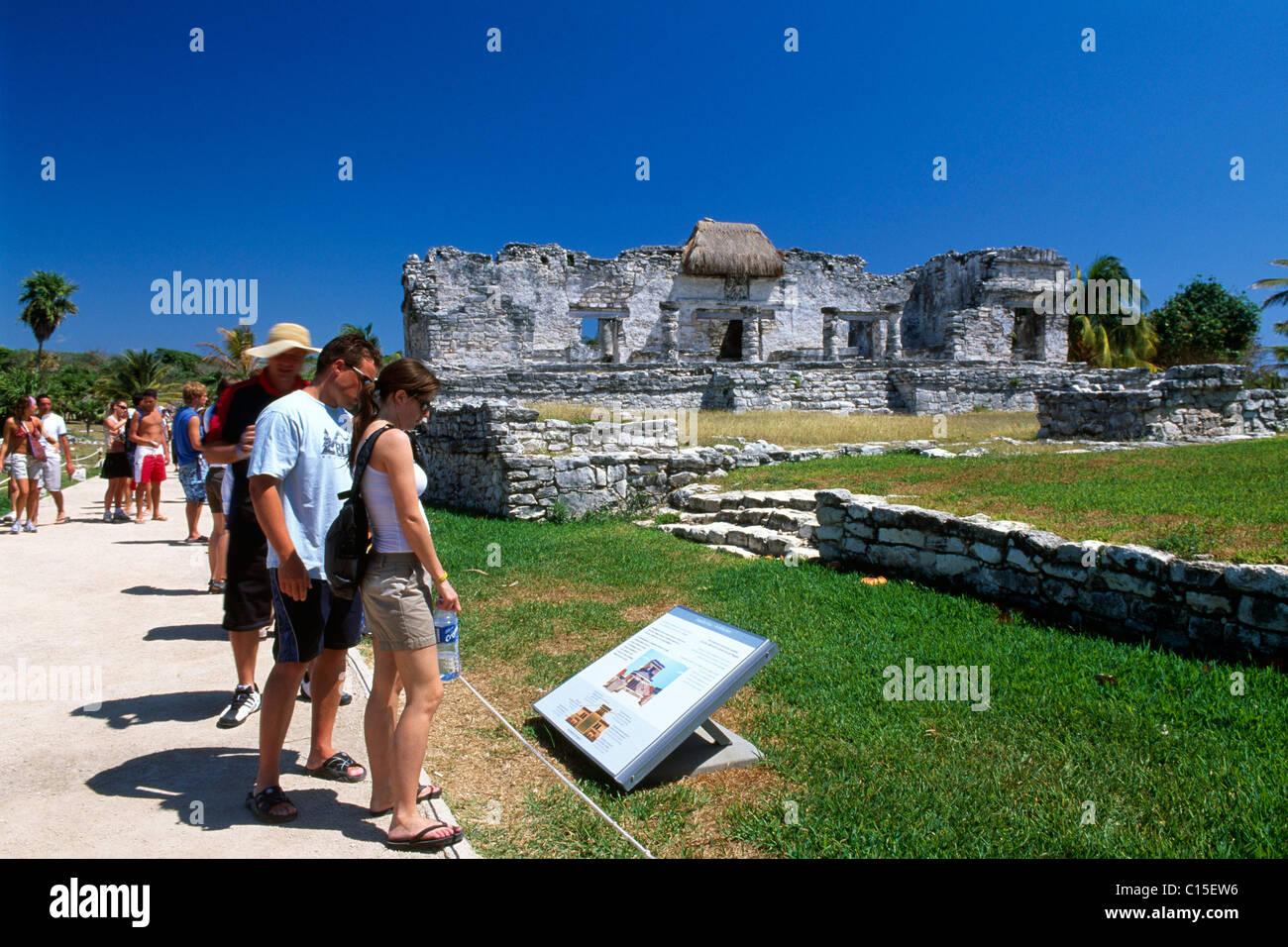 Maya or Mayan temple ruins, Tulum, Riviera Maya, Mayan Riviera, Yucatan, Mexico - Stock Image
