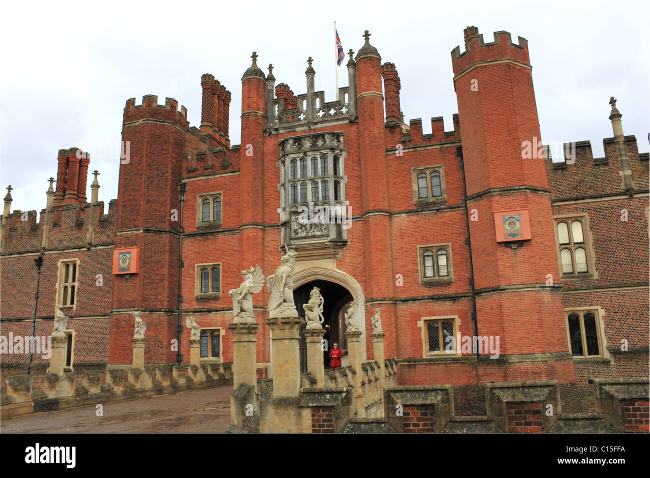 King\'s Beasts\' statues, West Gate, Hampton Court Palace, East Stock ...