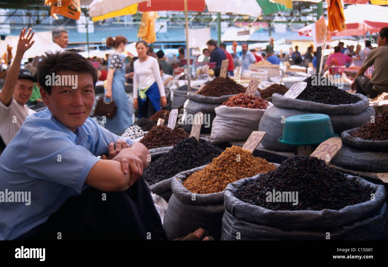 Vendors at the Osh Bazaar, Bishkek, Kyrgyzstan, Central Asia - Stock Image