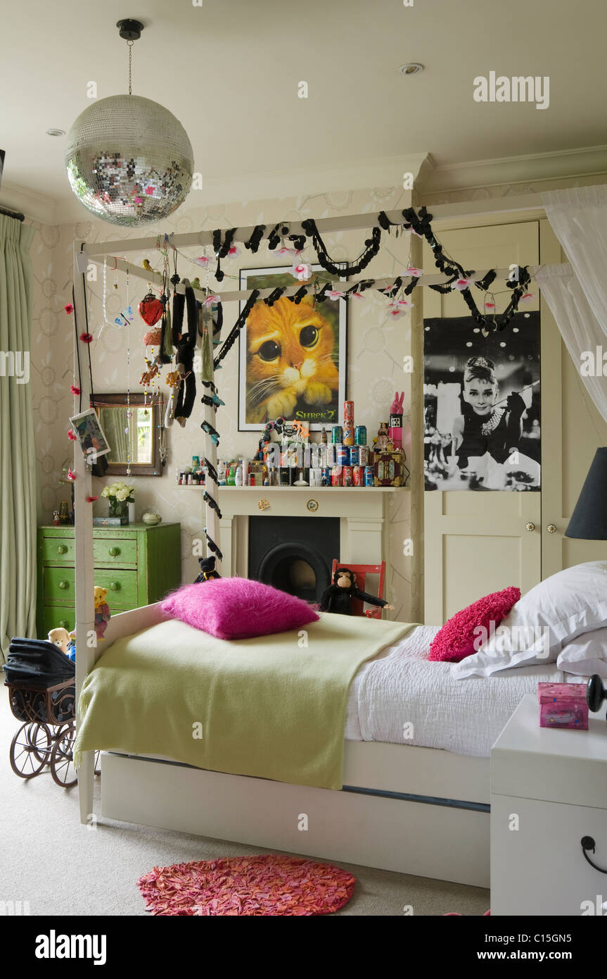 Single Four Poster Bed With Fairy Lights In Teenage Girlu0027s Bedroom