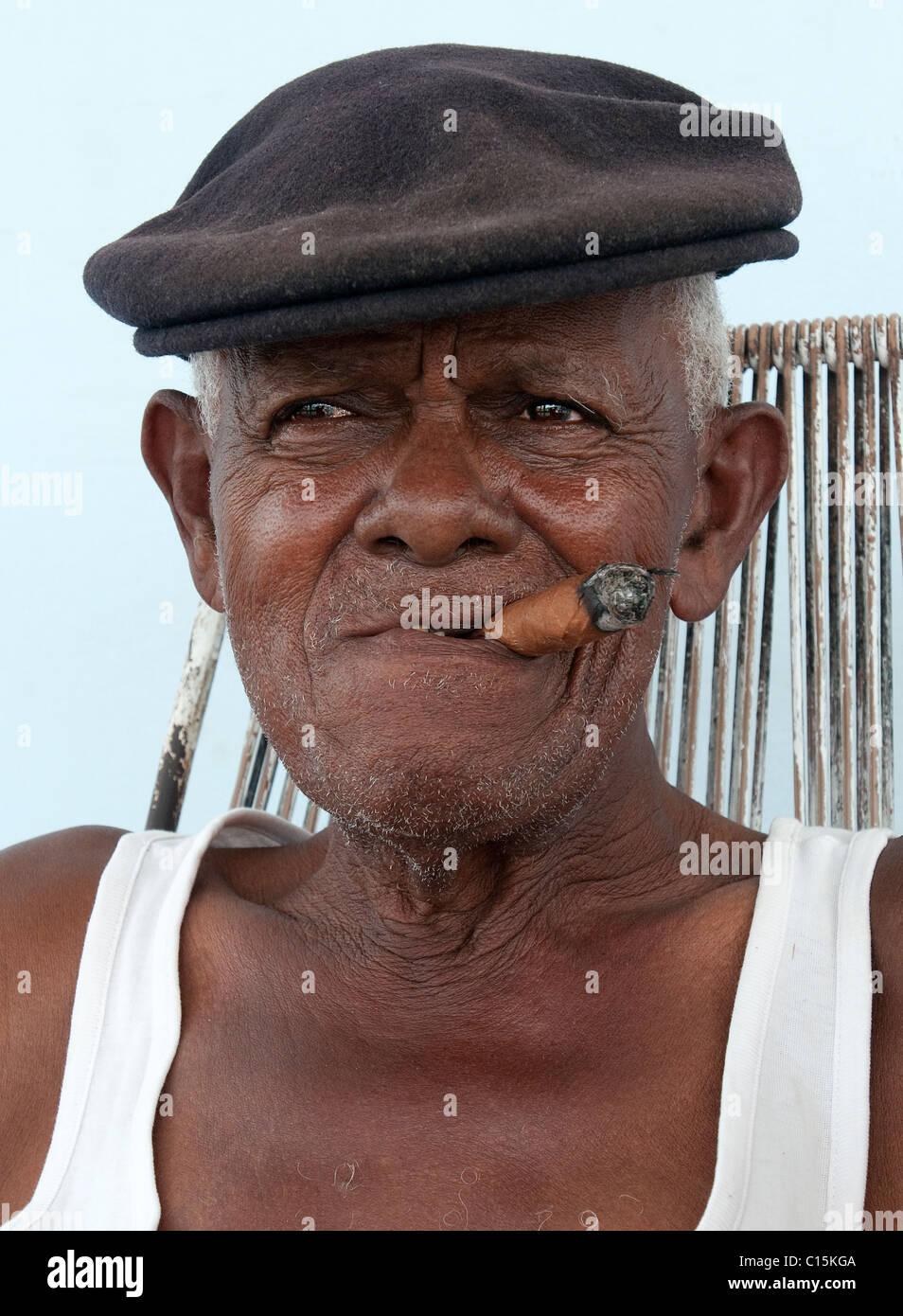 Elderly Cuban with cigar, Cuba - Stock Image