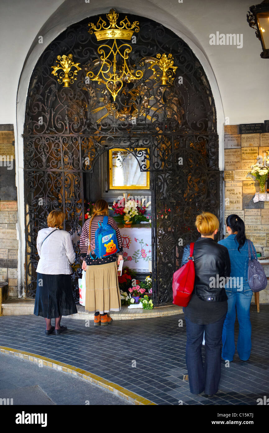 Shrine to the Virgin Mary in The Stone Gate entrance Kamenita Vrata) to Zagreb's Gornji Grad, Croatia - Stock Image