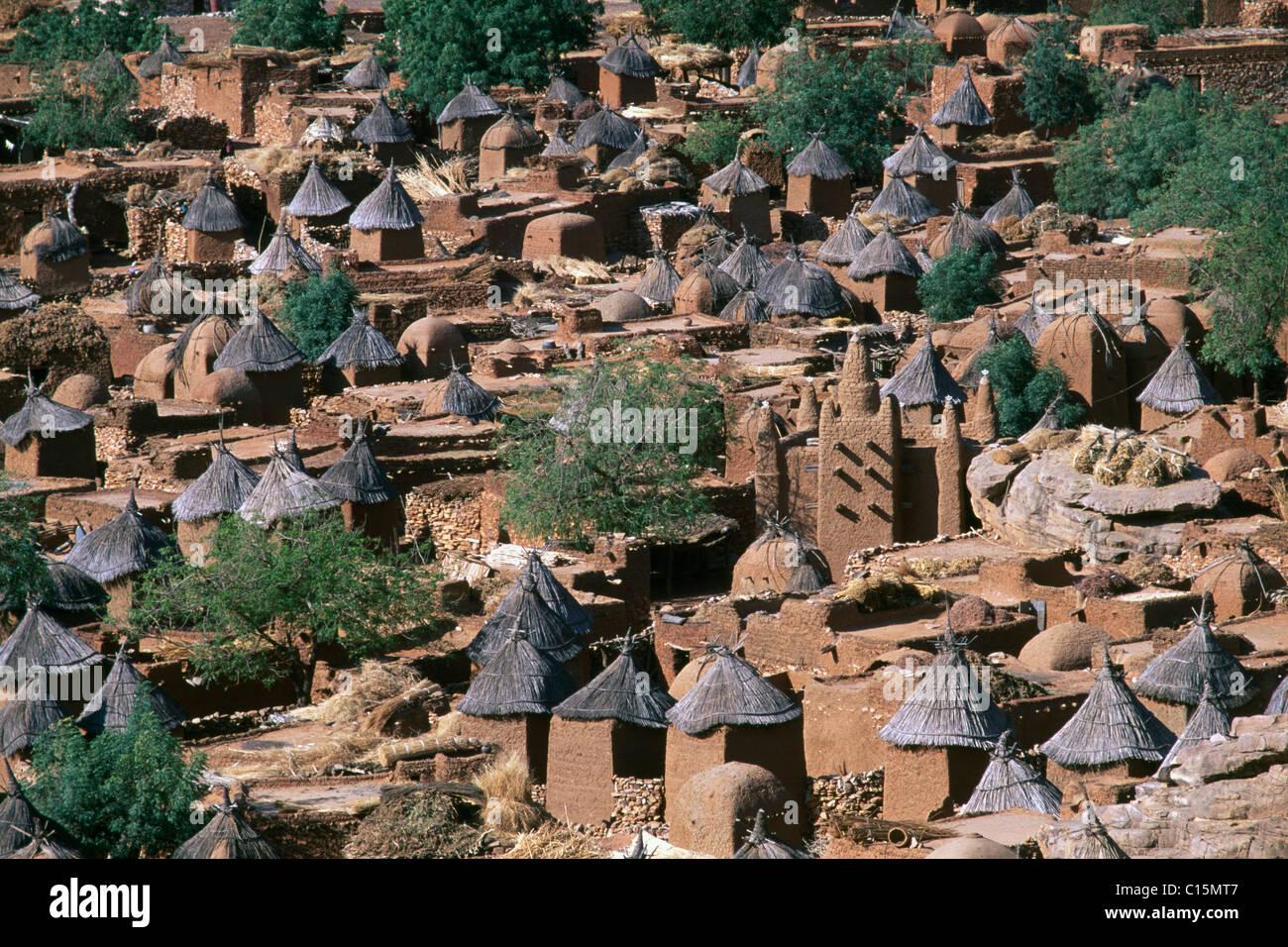 Adobe mud brick buildings in Songo, Dogon area, Mali, Africa - Stock Image