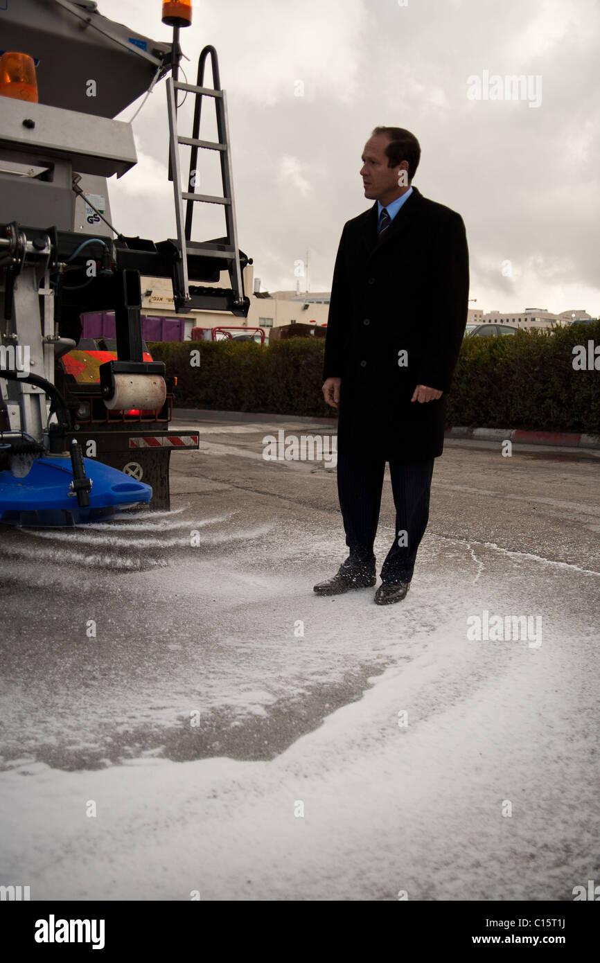 Jerusalem Mayor Nir Barkat inspects municipal preparedness for forecasted snow. Jerusalem, Israel. 09/03/2011. - Stock Image