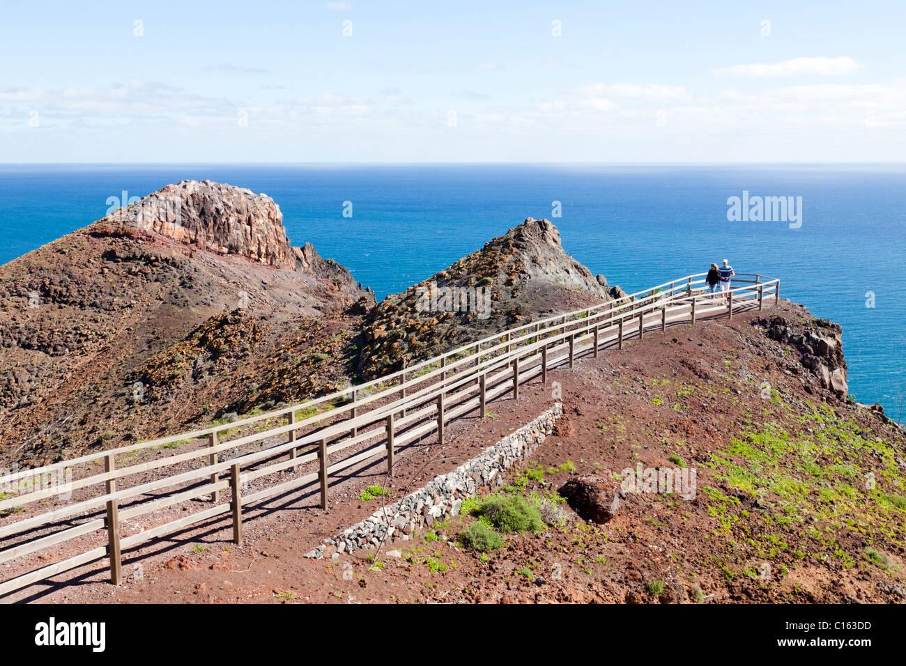 A viewpoint over the Atlantic Ocean on the cliffs beside the lighthouse, El Faro de la Entallada, on Fuerteventura - Stock Image