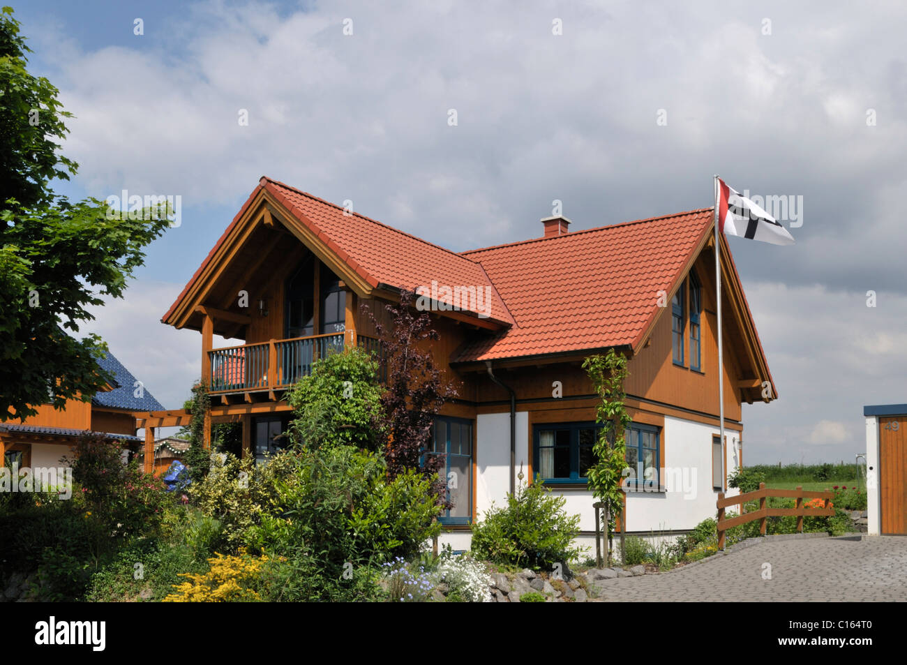 New building with with wooden elements, low energy house, Grafschaft, Rheinland-Palantine, Germany - Stock Image